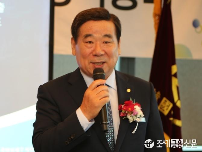 임채룡 서울지방세무사회장이 한국여성세무사회 총회에 참석해 축사를 전하고있다. (사진=박가람 기자)